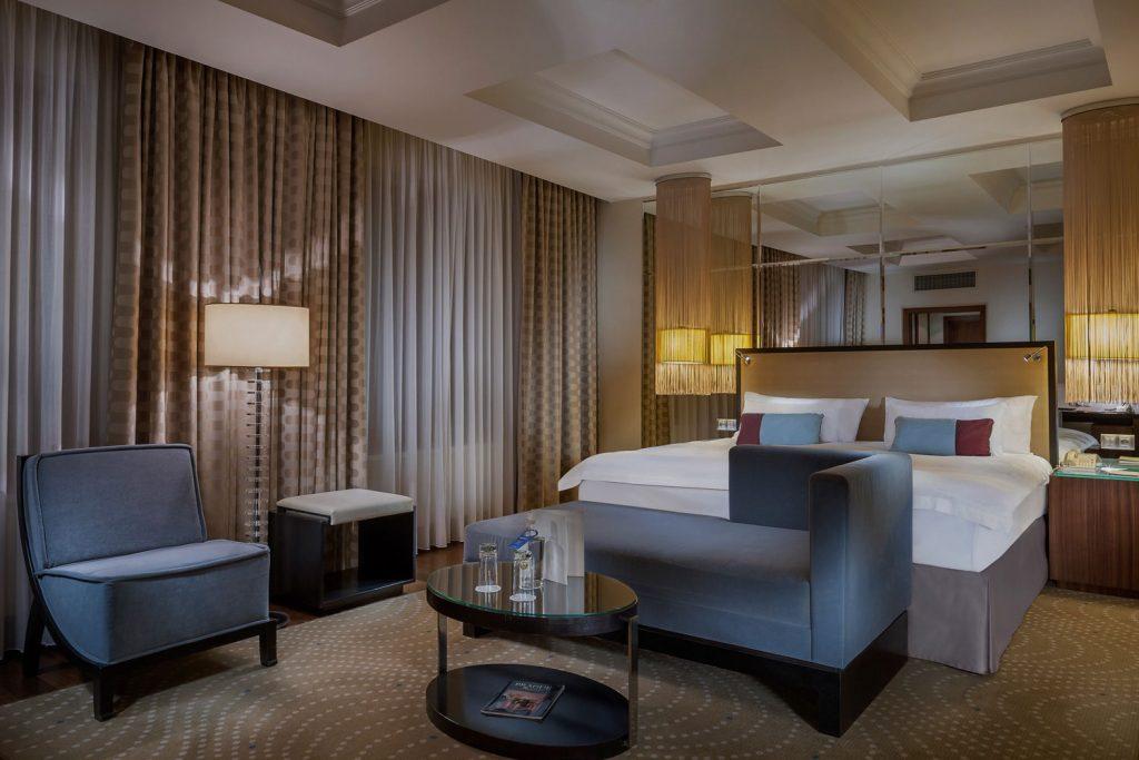 Interiery pokoju hotelu Alcron prezidentsky apartman-fotograf Roman Mlejnek