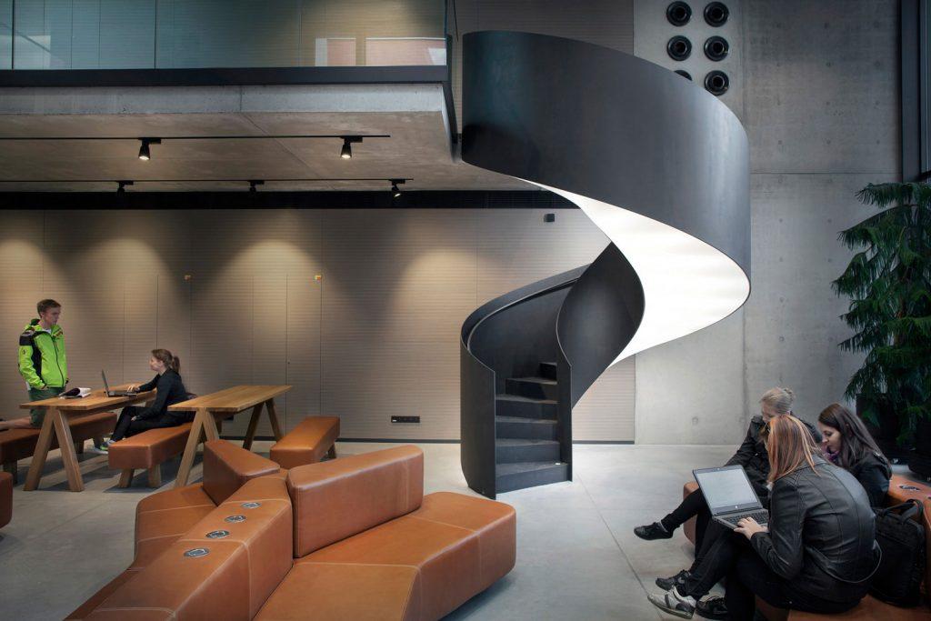 Interiery Ceske zemedelske univerzity v Praze, schodiste Barrisol, fotograf Roman Mlejnek