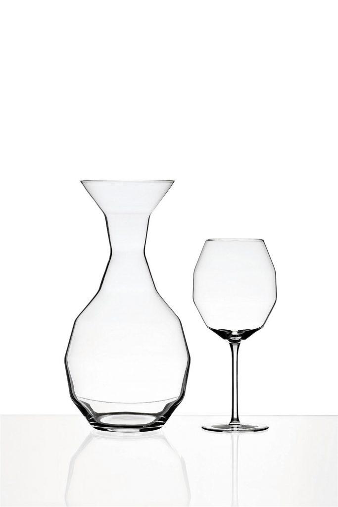 Design studia Llev, karafa a sklenice na vino, fotograf Roman Mlejnek