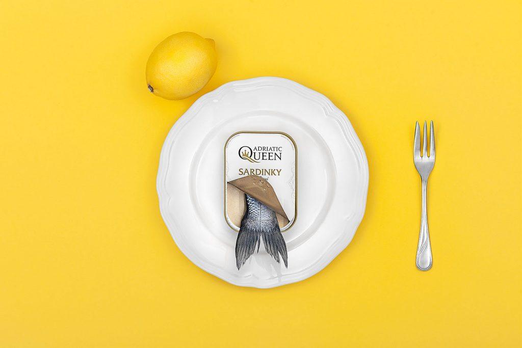 Produktova fotografie pro editorial, ryba na taliri s citronem, foto Roman Mlejnek
