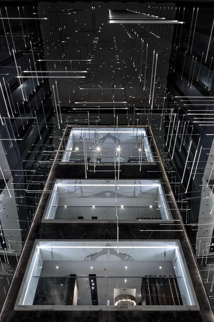 Interiery Windsor Tower se sklenenym lustrem Preciosa, fotograf Roman Mlejnek