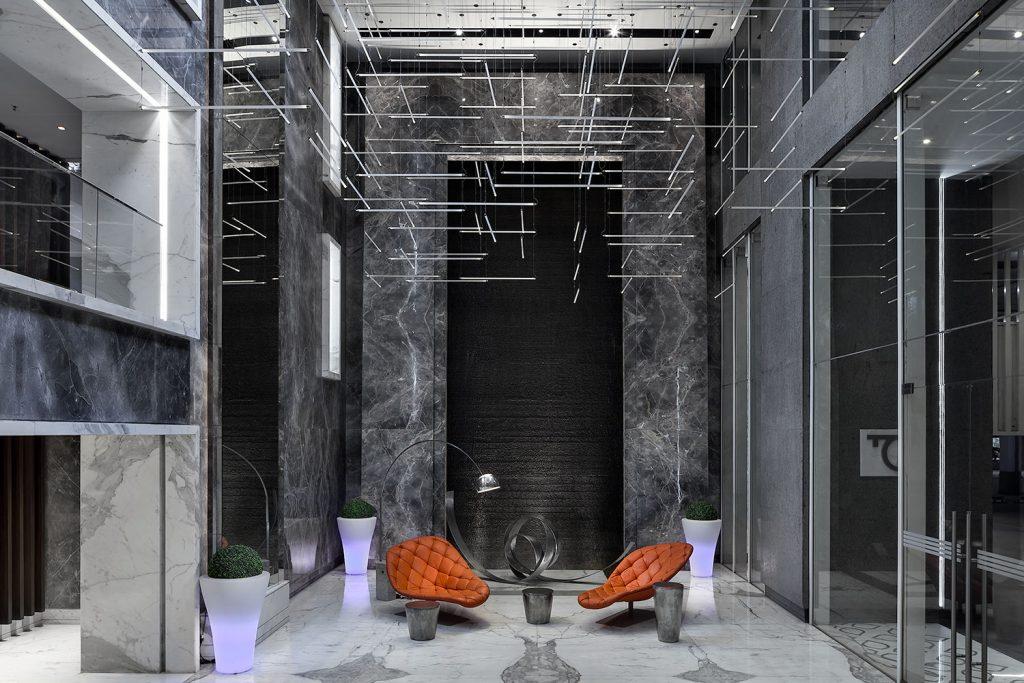 Lobby Windsor Tower s osvetlenim Preciosa, Roman Mlejnek fotograf