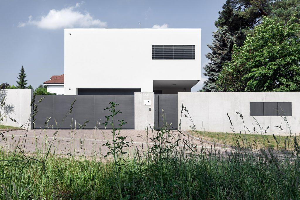 Vila s bazenem od architektu Labor13, interiery a exteriery architektury, fotograf Roman Mlejnek