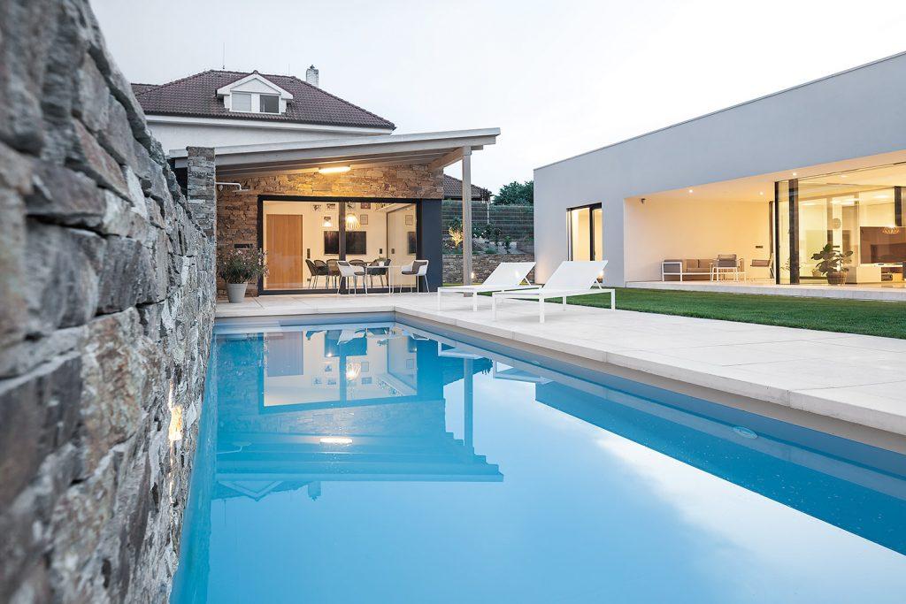 Fotografie architektury vily s bazenem v Petrovicich od architektu Labor13 fotograf Roman Mlejnek