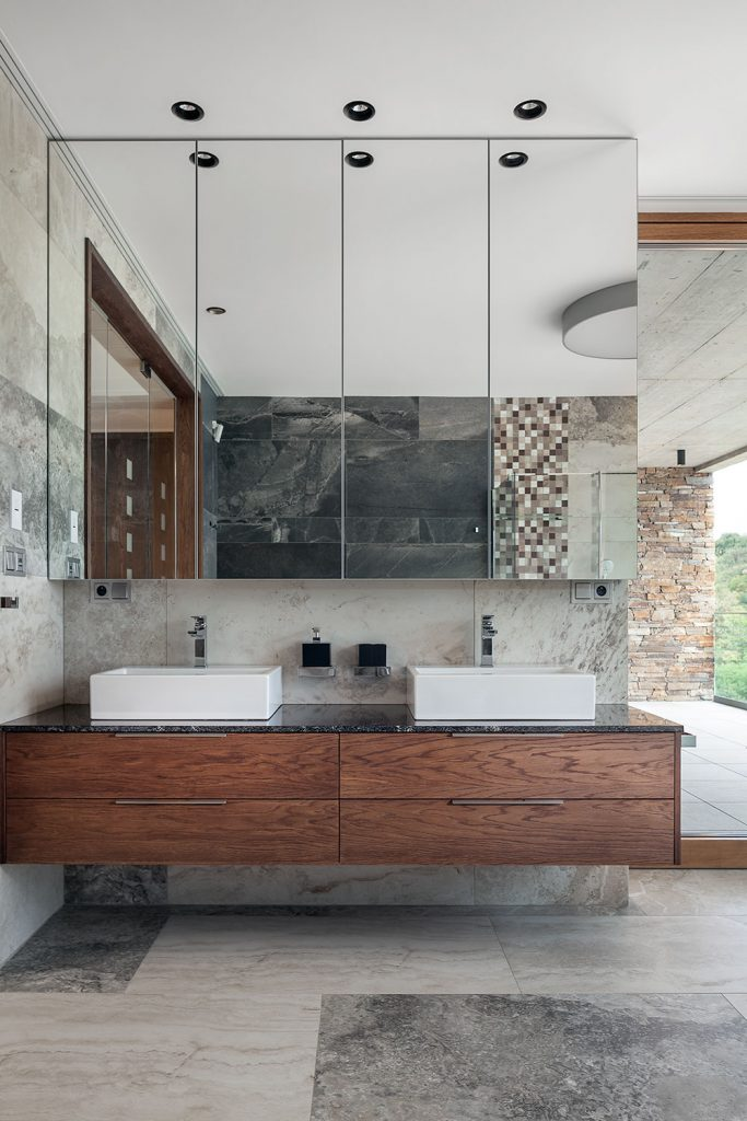 moderni koupelna s vybavenim