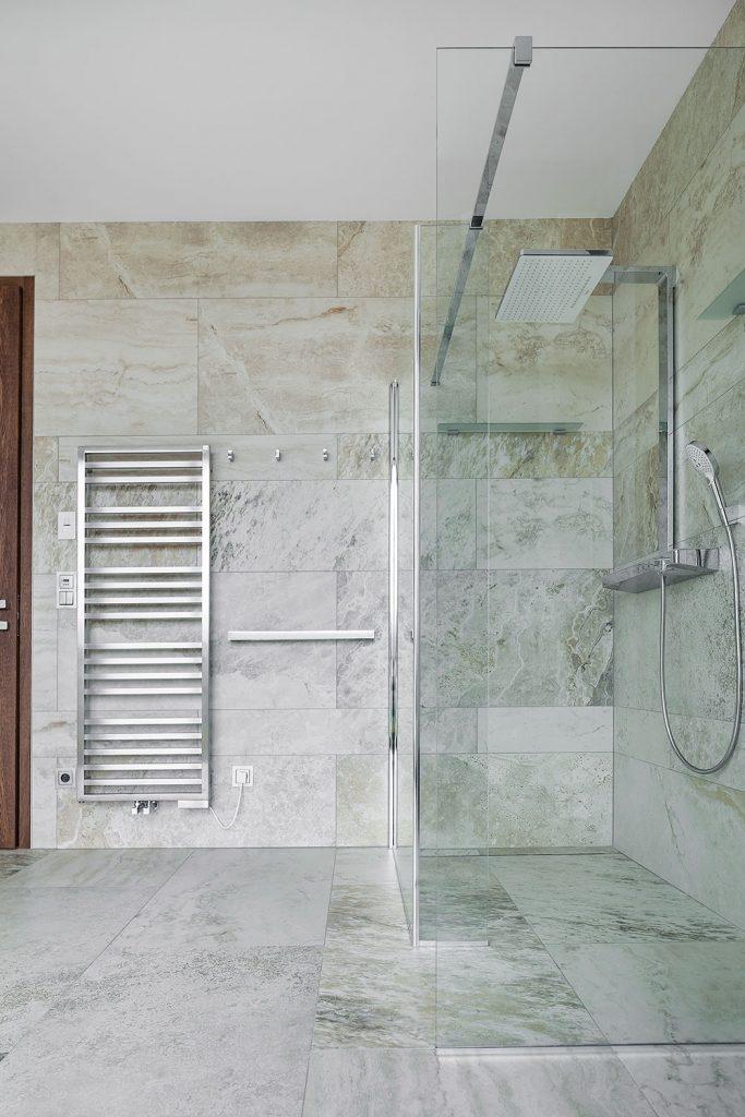 sprchovy kout ve vile