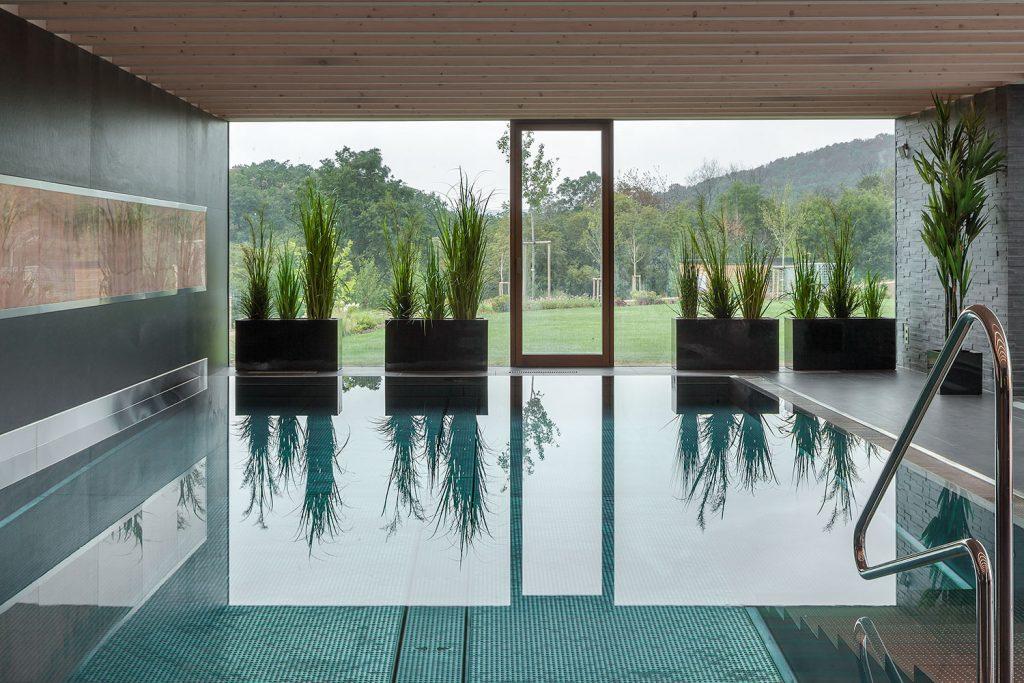 kryty bazen s vyhledem do zahrady