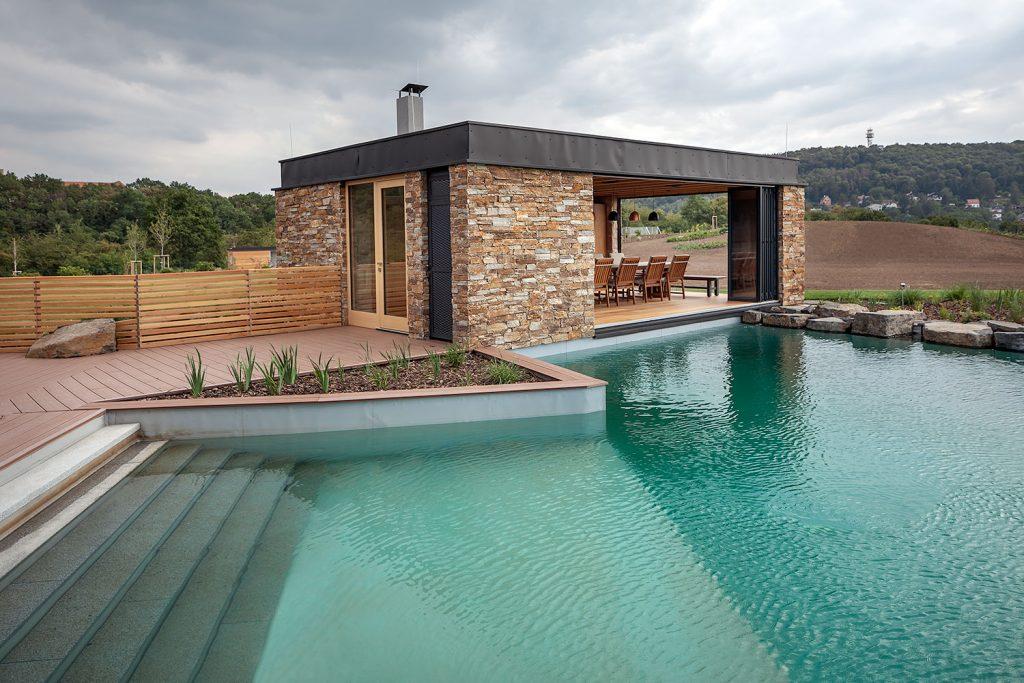 zahradni altan s bazenem