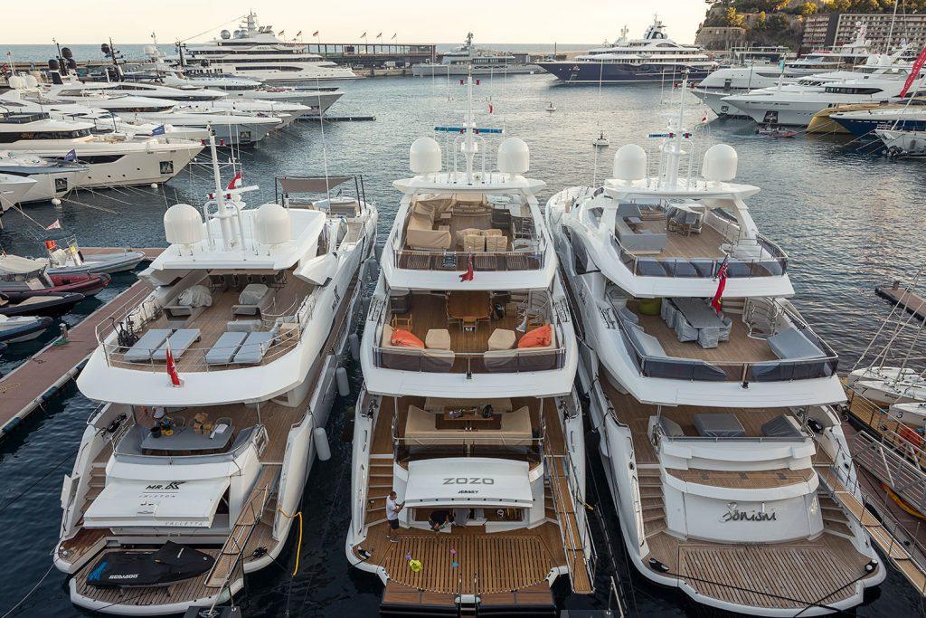 Maritime program, luxusni jachty v pristavu v Monaku