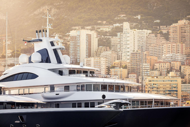 Luxusni jachta v pristavu Monte Carlo