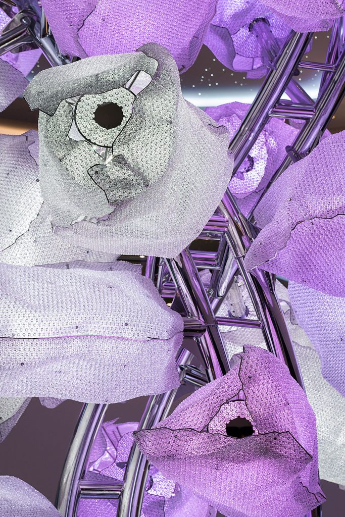 Barevne svitidlo z kristalovych komponentu firmy Preciosa