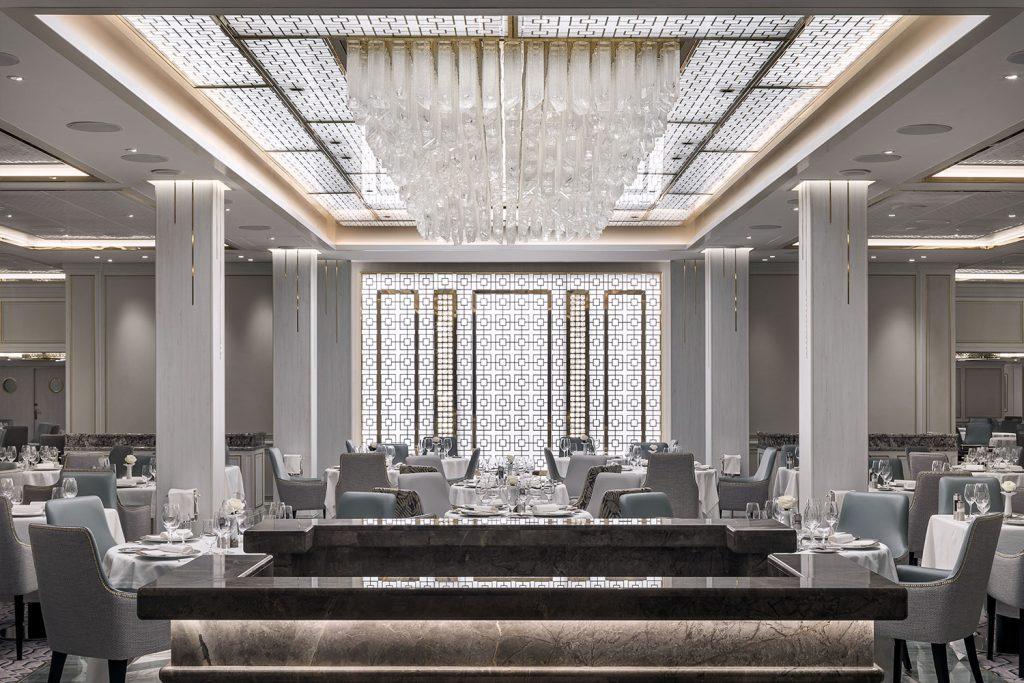 Preciosa Lighting chandelier of Regent Seven Seas Splendor Ship.