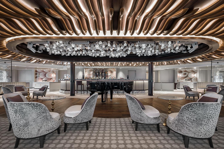 Interior crystal chandelier of Seven Seas Splendor cruise by Preciosa.