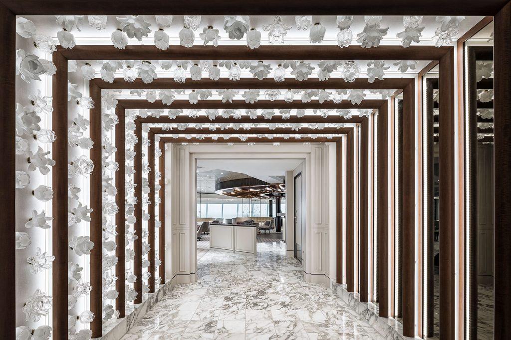 Luxury interior on Seven Seas Splendor ship from Preciosa Lighting company, photo Roman Mlejnek